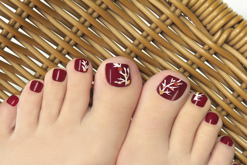 Burgundy-pedicure-with-a-picture-of-the-womens-nails1