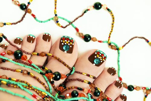 Nice-pedicure-with-rhinestones-on-female-legs-embellishment-from-beads1