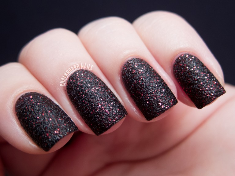 general-black-gothic-nail-design-ideas-with-slightly-red-color-accent-nail-design-ideas