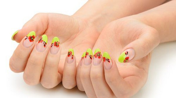 Drawing-red-poppy-flowers-nails (Copy)