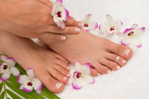 Easy-Tips-To-Take-Care-Of-Your-Hands-And-Feet1-590x393
