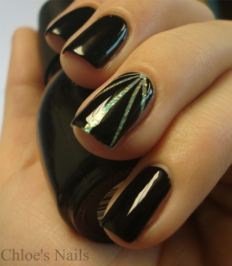 Striping-Tape-Accent-Nails