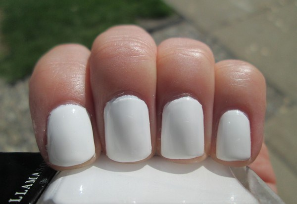 how-to-do-the-perfect-french-manicure-at-home (Copy)