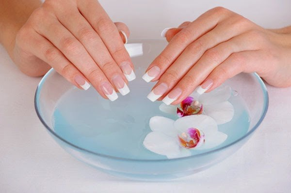 natural-tips-for-long-and-strong-nails (Copy)