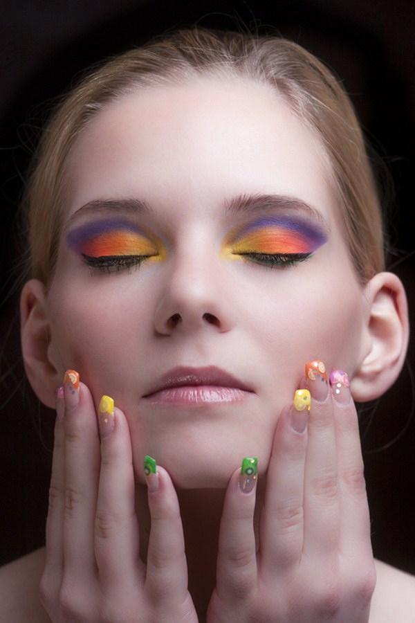 Colorful-makeup-with-fruit-nails (Copy)