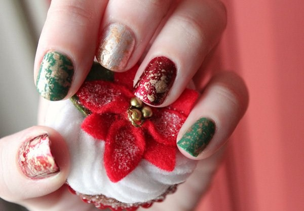 8.beautiful-sparkling-Christmas-nails (Copy)