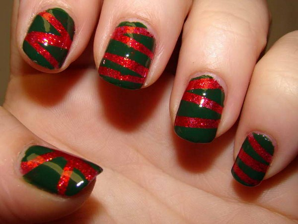 Christmas-Nail-Art-Designs-With-Green-Base-Color1 (Copy)