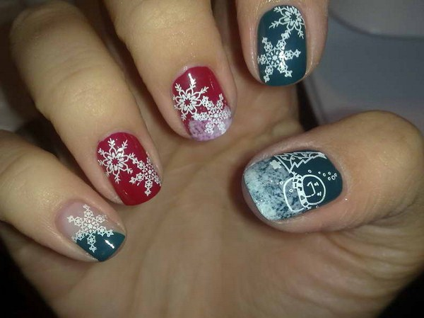 Christmas-Nail-Art-Designs-With-Snow-Flower-Motif (Copy)