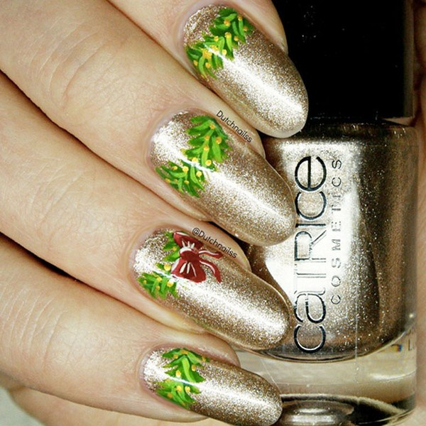 Gold-Christmas-nails-by-@DutchNailss (Copy)