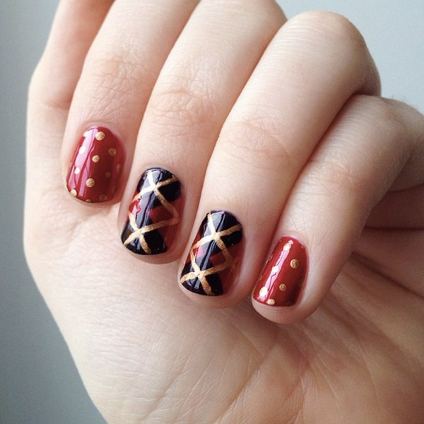 Plaid-Christmas-nail-art-by-@murmelnegl (Copy)