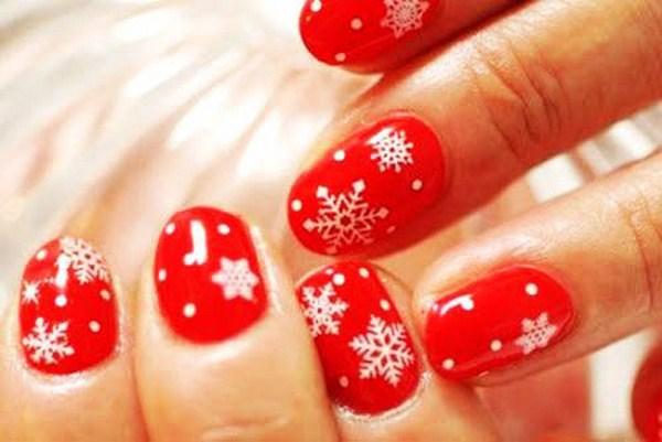 Shimmering-Snowflake-Nail-Art (Copy)