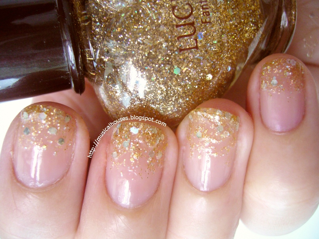 christmas gold gradient glitter nails 1