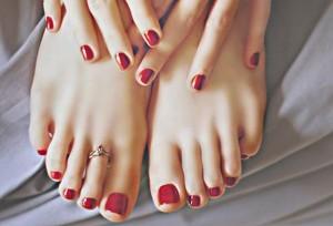Chăm sóc móng chân và trị mùi hôi chân thật đơn giản