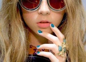 Những mẫu nail sẫm màu thời trang xuân 2015