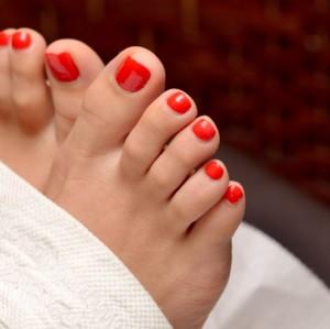 Cách chăm sóc móng và bàn chân mỗi ngày