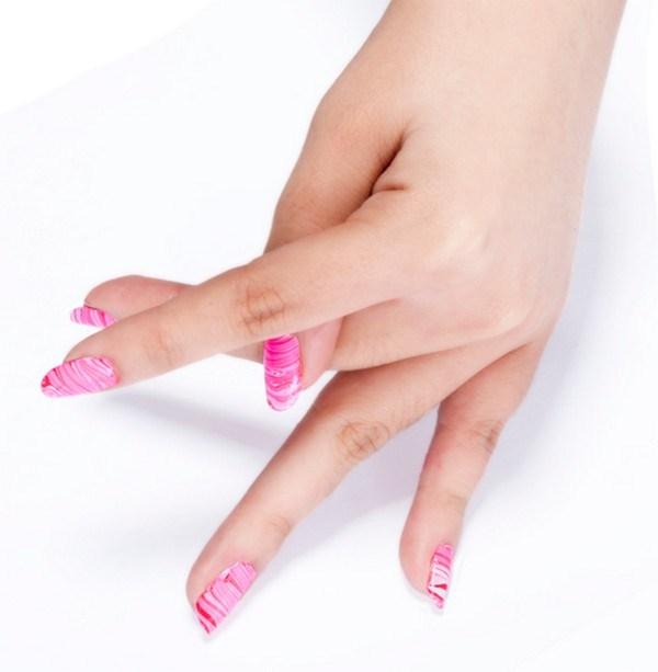 DIY-Themes-Water-Marbled-Nails (Copy)