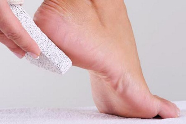 How-To-Do-Pedicure-At-Home (Copy)