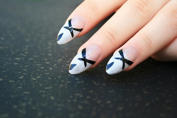here-are-a-few-ways-to-keep-your-nails-strong-and-healthy-this-winte_16001325_40000159_0_14105074_500 (Copy)