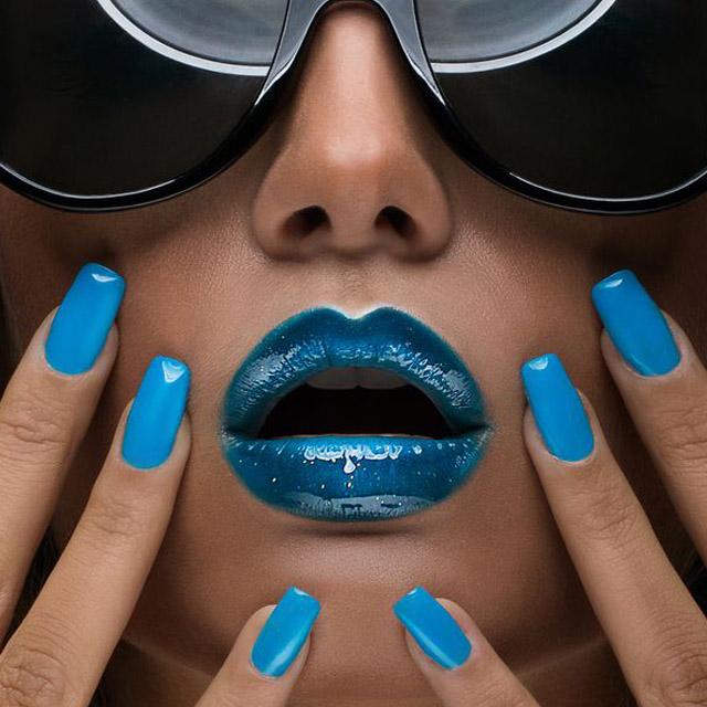 Brigght-blue-nails