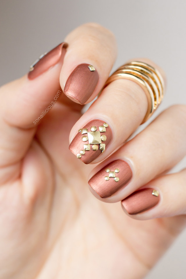 studded-nails
