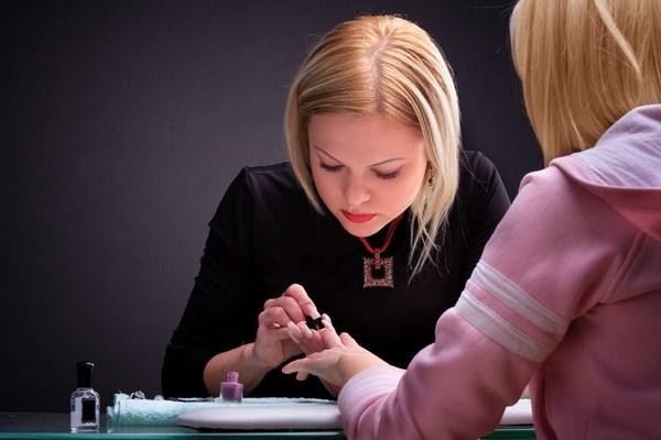 thợ nail chuyên nghiệp