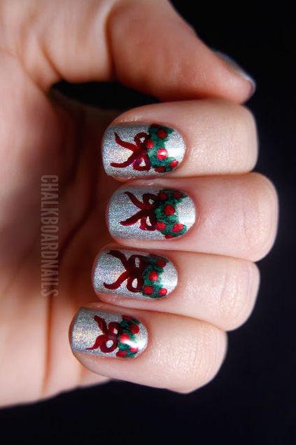 1479155732-wreath-christmas-nail-art-1