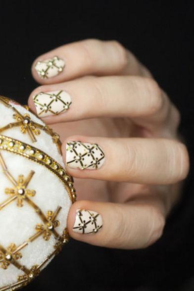 1479155760-christmas-nail-art-gold-1