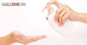 An Toàn Sức Khỏe – Rửa Tay Trước Khi Chăm Sóc Móng