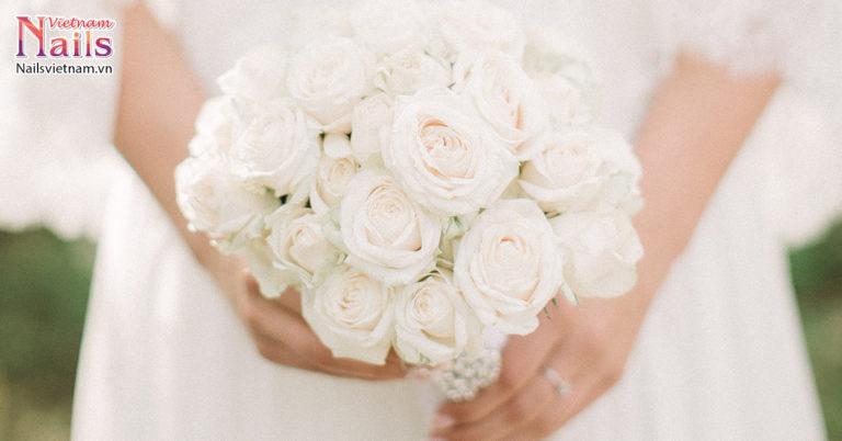Mẫu móng hoa nhẹ nhàng cho cô dâu | NailsVietnam