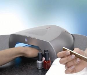 Bệnh về móng tay: Đèn Hong Móng UV và Nguy Cơ Ung Thư Da