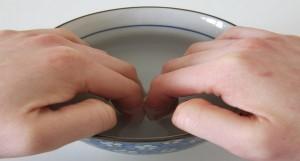 Điều trị bệnh móng tay xước măng rô tại nhà