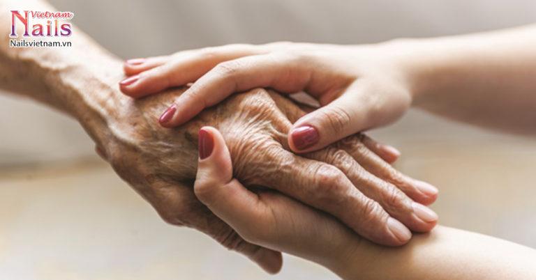 Cách chăm sóc móng thích hợp cho người cao tuổi | NailsVietnam