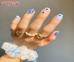 Cách vẽ mẫu nail hoa màu xanh lam xinh xắn