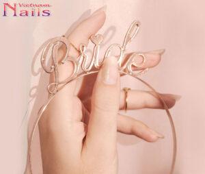 Mẫu móng nghệ thuật mảng vàng đơn giản dành cho cô dâu